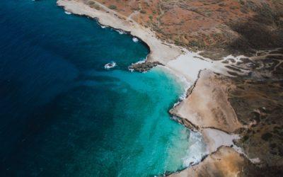 La playa de los acantilados en Aruba